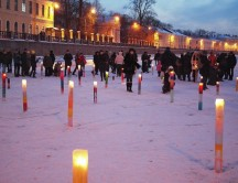 by-Yuriy-Lobachev_Ice-candles-in-Moika-river_15-02-2012-700x504